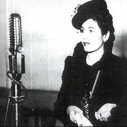 Evita Perón ante el micrófono 1941